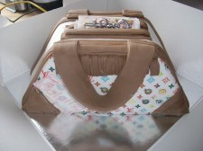 3d Bag With Money Cake(Click Here To See More Great Childrens Cakes)