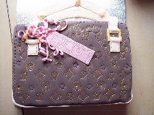 2D Designer Hand Bag Available in Diffrent Colours-(Click Here To See More Great Cakes)
