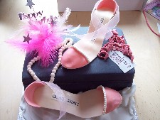 Hame Made Icing ShoesWith Pearls out of Iceing- Available in Diffrent Colours-(Click Here To See More Great Cakes)