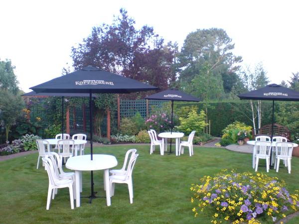 Parasols and tables