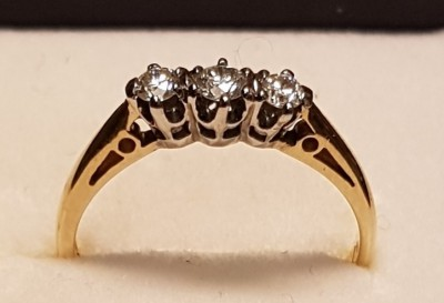 6011200401 9ct Diamond Ring