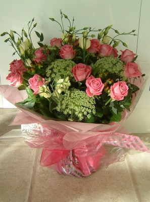 MD001 Send Beautiful Flowers from Lily White Florist this Mother's Day