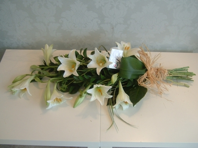 F12 Modern Tied Sheaf Of Lilies