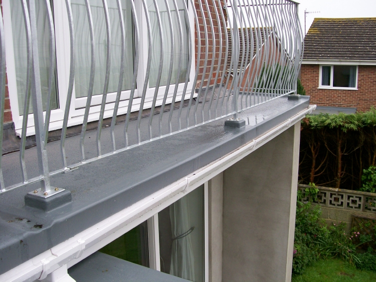 Roofers flat roof installation quote balconies for Balcony on roof