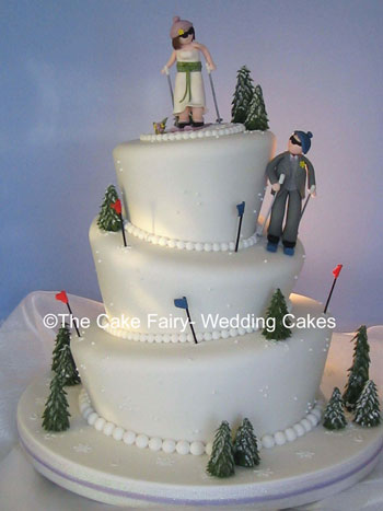 RW13  WONKY SKI WEDDING   Wonky snow cake with bride and groom skiers