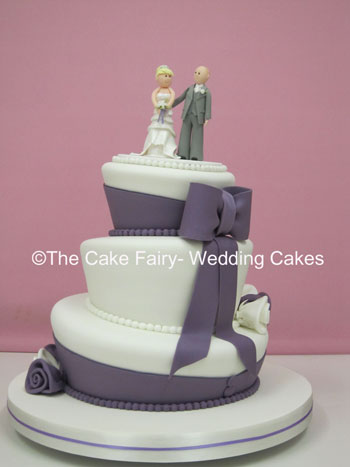 RW34 WONKY BIG DAY   A really popular wonky design with a handcrafted sugar bride and groom topper