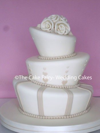 RW47 WONKY CAPPUCINO  Elegant colour scheme finished with fabric inspired sugar roses