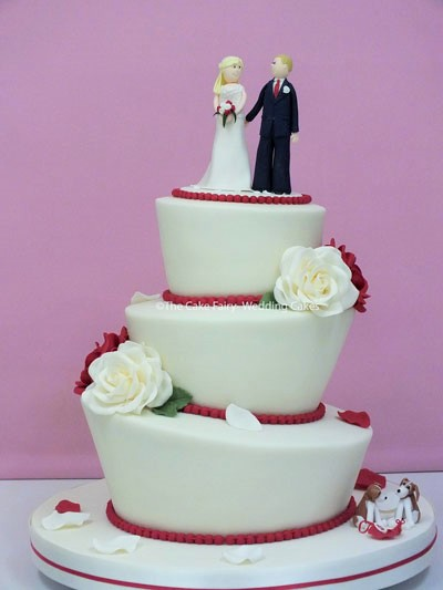 RW71 WONKY ROSES    Classic and fun, all in one with sugar roses and a bespoke bride + Groom with pet dogs