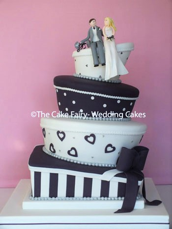 RW66 WONKY AUBERGINE PARCEL    A fun Wedding topper on a fun Wedding Cake in the wedding colours