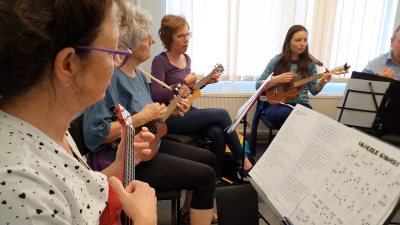ukulele lessons dronfield