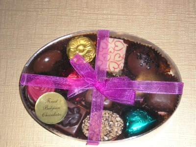 BC16 OVAL BOX OF BELGIAN CHOCOLATES