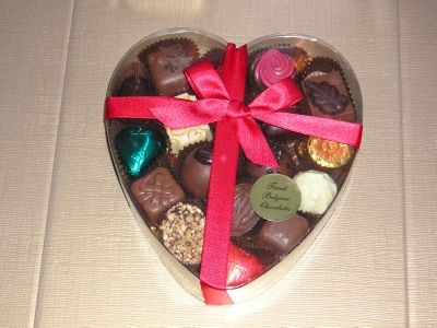 BC18 LARGE HEART SHAPED BOX OF LUXURY BELGIAN CHOCOLATES