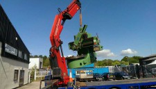 image of lathe being lifted by Hiad crane