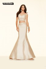 98013 IN STOCK IN CHAMPAGNE SIZE 6