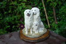 NEW SCULPTURE - MAREMMA FAMILY £150.00
