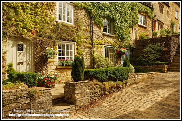 Chipping Steps at Tetbury, pictures of the Cotswolds by Graham Coleman