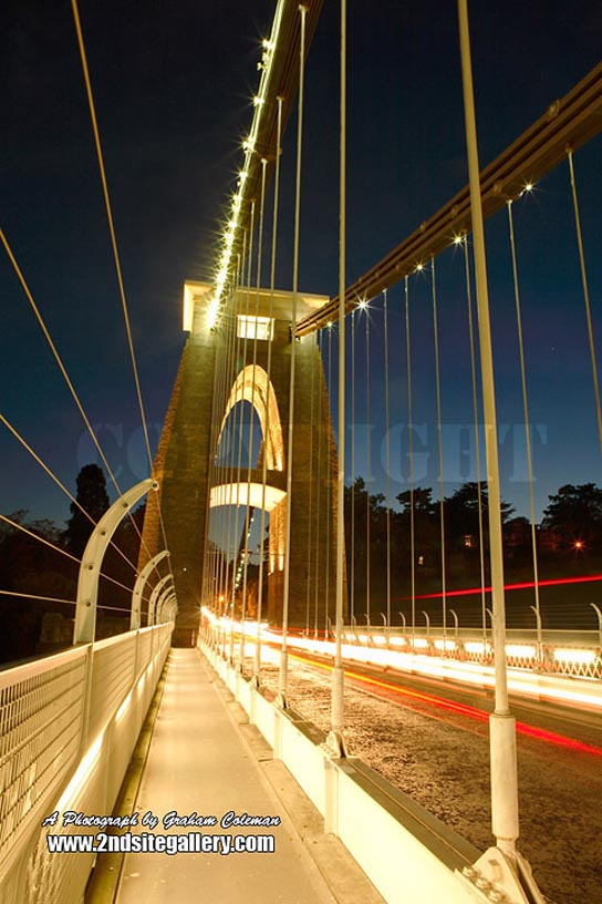 clifton suspension bridge illuminated