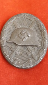 Un-Maker Marked Silver Solid Backed Wound Badge