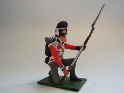 7TH FUSILIER KNEELING AT READY