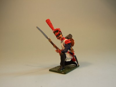 LINE GRENADIER KNEELING AT THE READY