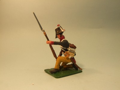 PRUSSIAN MUSKETEER KNEELING AT THE READY