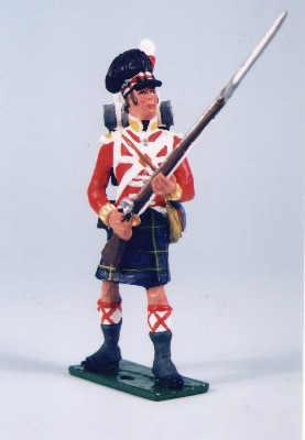 GORDON HIGHLANDER STANDING AT THE READY