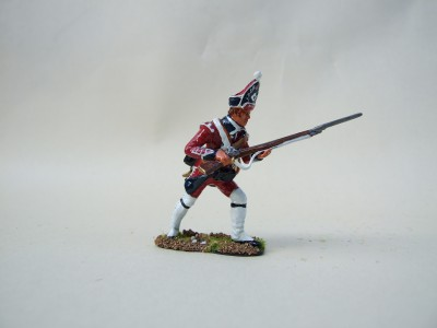 ADVANCING FOOT GUARDS GRENADIERS