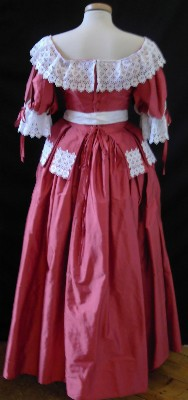004 Stuart style ladies costume (Charles the 1st's Reign). An example