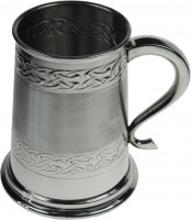 1pt Tankard Embossed Celtic Band (w)