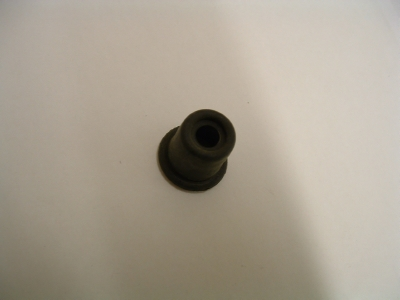 Master cylinder piston outer boot (front)