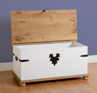 Corona white trunk coffee table