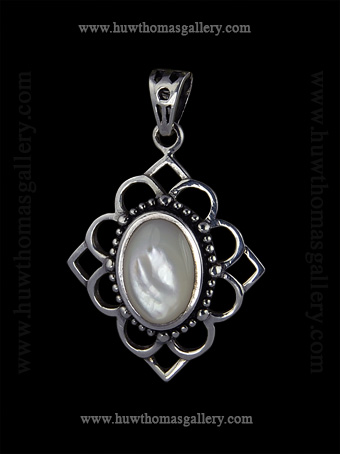Silver Pendant set with Mother of Pearl