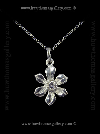 Silver Daffodil Pendant set with Diamante Stone