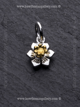 G Silver Daffodil Flower Pendant with Gold Centre