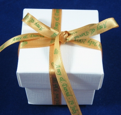 RWRFGOLD13 25 Wedding Favour Boxes with 7mm Personalised GOLD ribbon