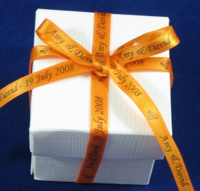 RWRFORNG14 25 Wedding Favour Boxes with 7mm Personalised ORANGE ribbon