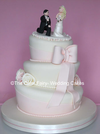 RW18  WONKY WEDDING VOWS   Vintage pink wonky cake with cute topper of wedding couple