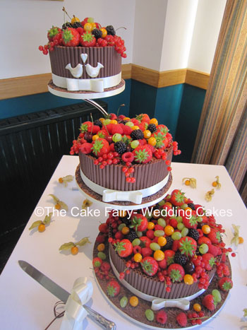 RC13 CHOCOLATE LOVEBIRDS   Chocolate curl cakes with a chocolate lovebird decoration and brimming with soft fruit