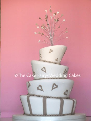 RW44 WONKY COFFEE + CREAM   To compliement the Wedding colour scheme and topped with a wire heart spray
