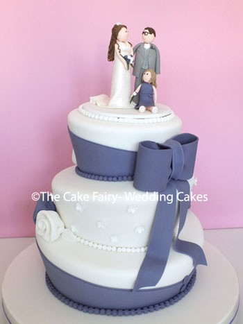 RW54 WONKY FAMILY   An elegant sugar bow + tails complimenting the wedding colours