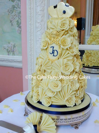 RC21 GUILDED FRAMES + CHERUBS   A Wedding Cake with a personal touch with the top hearts being designed by the couples children