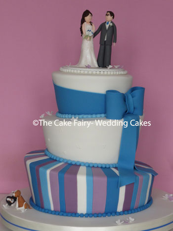 RW79 WONKY BLUE BOW - Shades of blue + purple topped with a sugar Bride + Groom and the couples pets