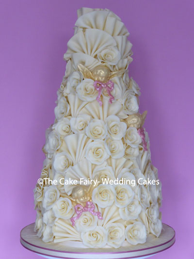 RC29 CHERUBS AND PASTELS   Tiers of delicious chocolate finished with delicate pastel chocolate bows