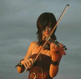 Naomi Tagg Electric Violinist