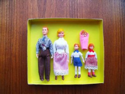 Dolls house family of 5