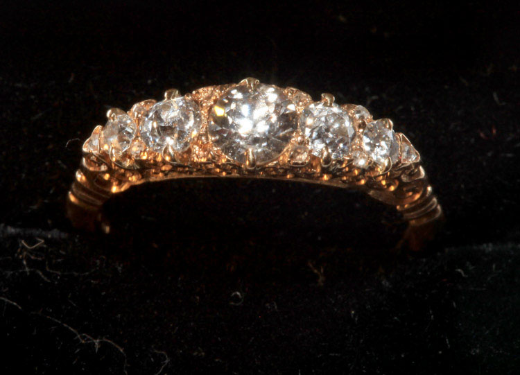 Ring 18 ct 5-stone diamond antique