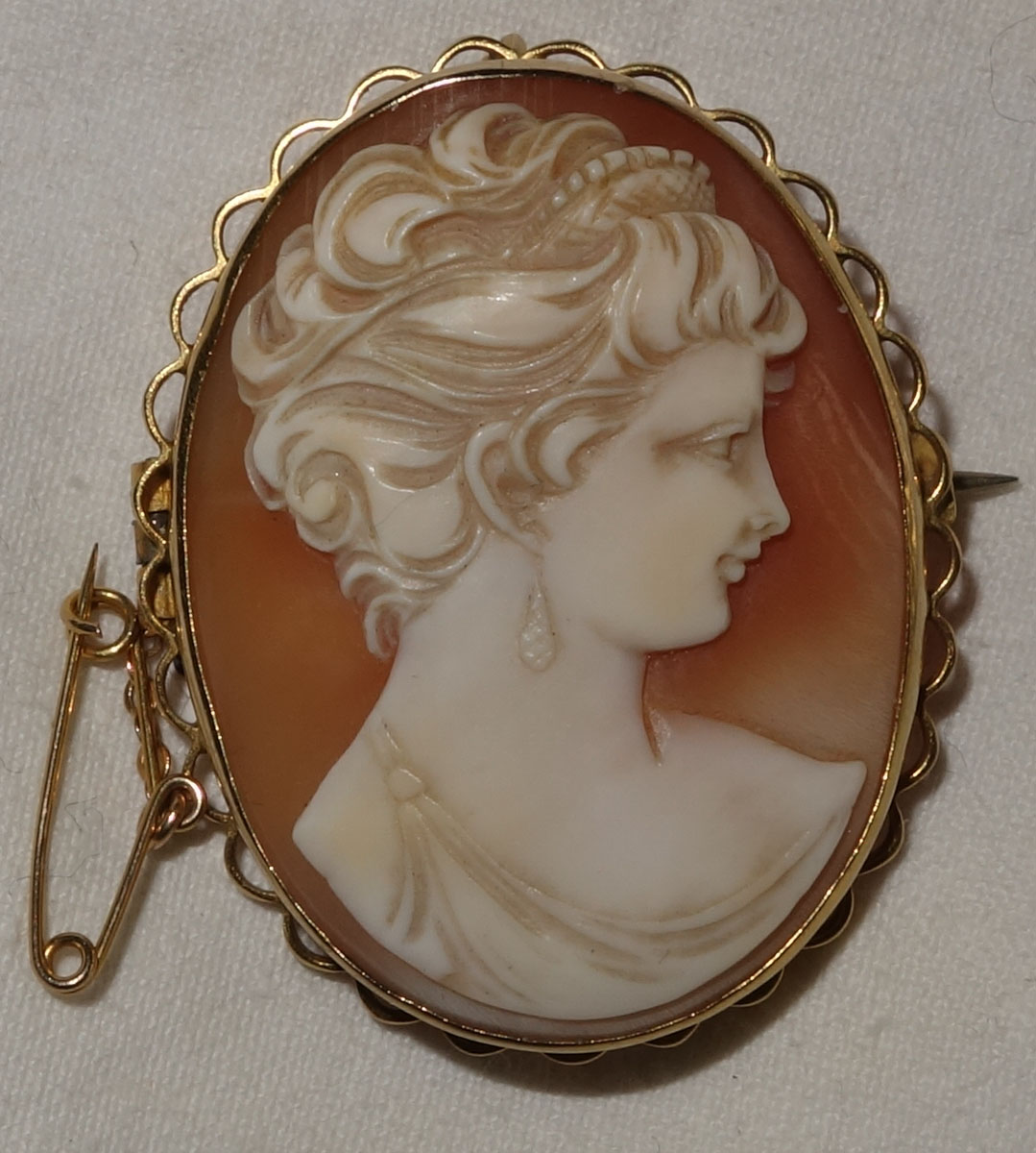 Brooch Cameo Victorian 9ct gold shell
