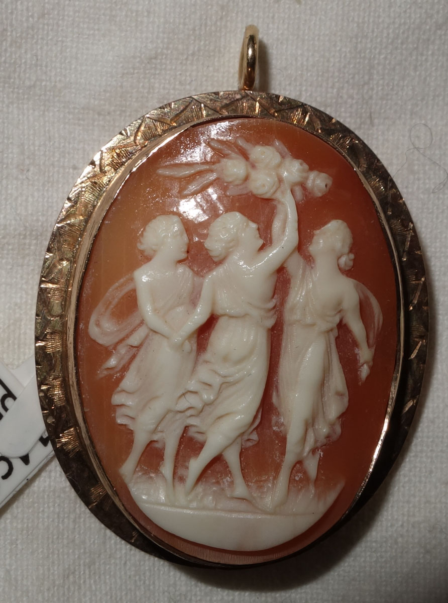 Pendant  9 ct gold shell cameo