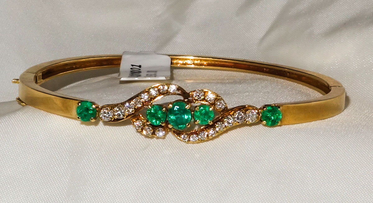 Bangle 18ct Emerald and Diamond