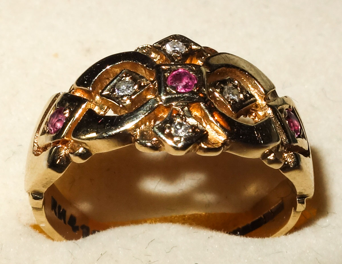 Ring Antique 9ct ruby & diamond